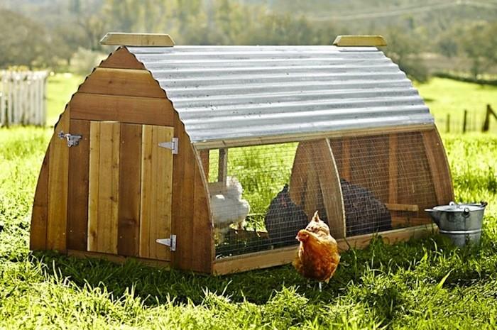 Mobile chicken coop tractor